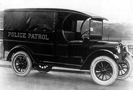 photo 1923 ford model c cab police car 2 ford model t trucks 1920 1927 t and tt album. Black Bedroom Furniture Sets. Home Design Ideas
