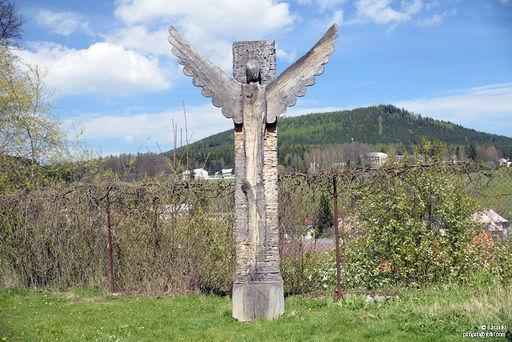Krzyż przy klasztorze pocysterskim
