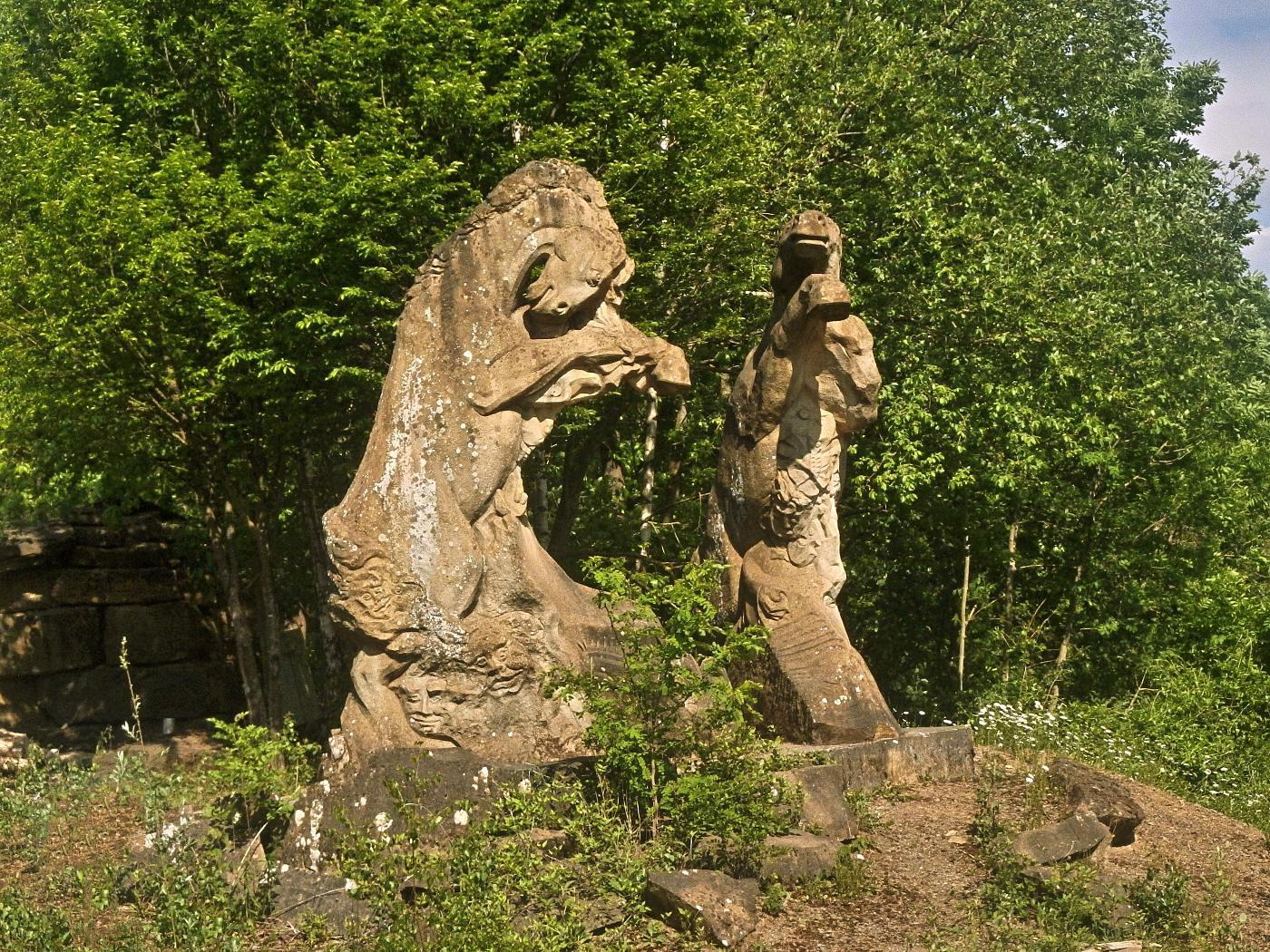 Steinzeichen Skulpturen