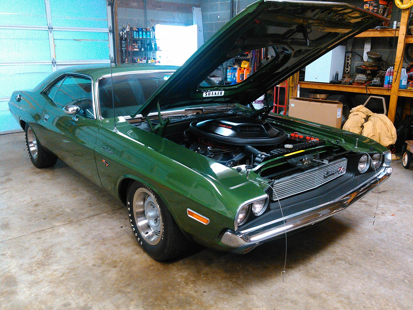 What I got to drool over yesterday at work.... 1971ChallengerRTHEMI006-vi