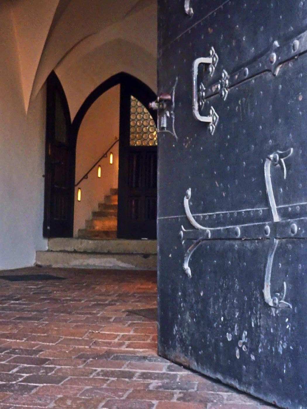 Aufgang zum Innenhof der Burg