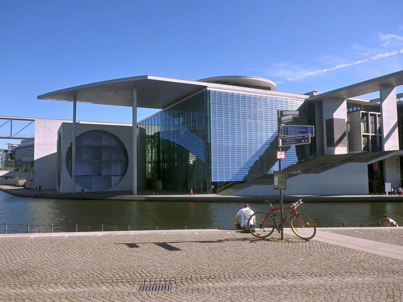Spree und Bundestagsgebäude