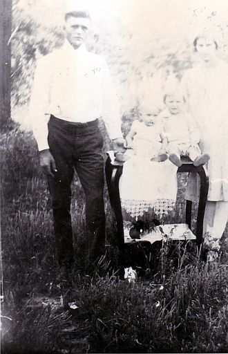 Old- (30)- Doley Pate, Mattie AUSTIN Pate and kids?