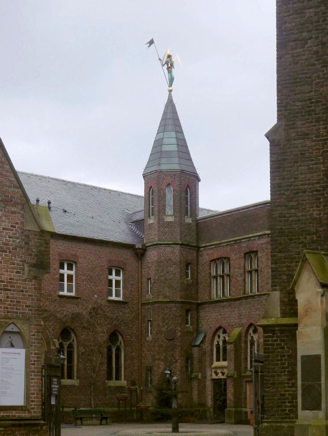 Innenhof zwischen Basilika und Beichtkapelle