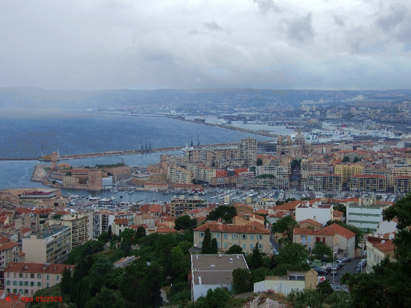 how to get to cassis from paris