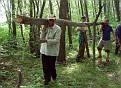 Переносим дрова на ял