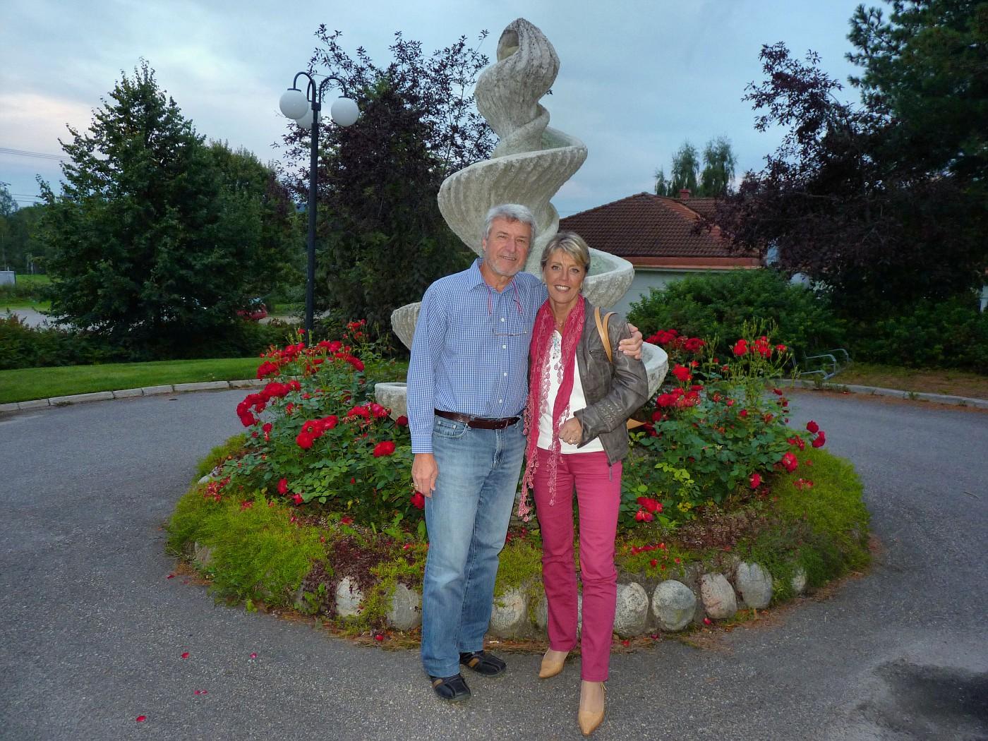 2011 08 21 24 Suzie and Carlos visit