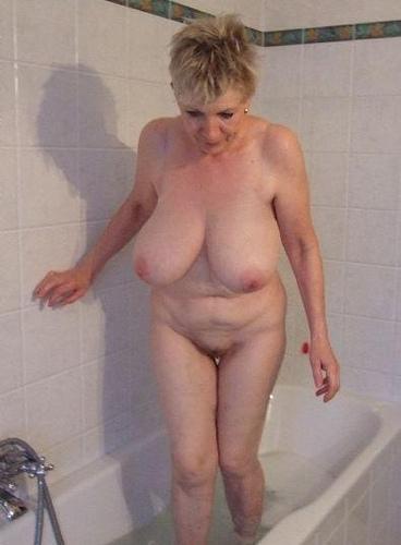 фото голых старых сисек