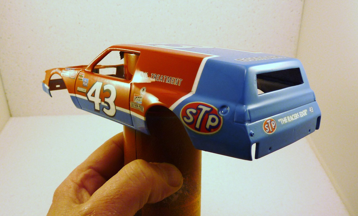 Buick Regal 1981 wagon nascar style Richard Petty terminée - Page 2 Vernispupontiacwagonnascar010-vi