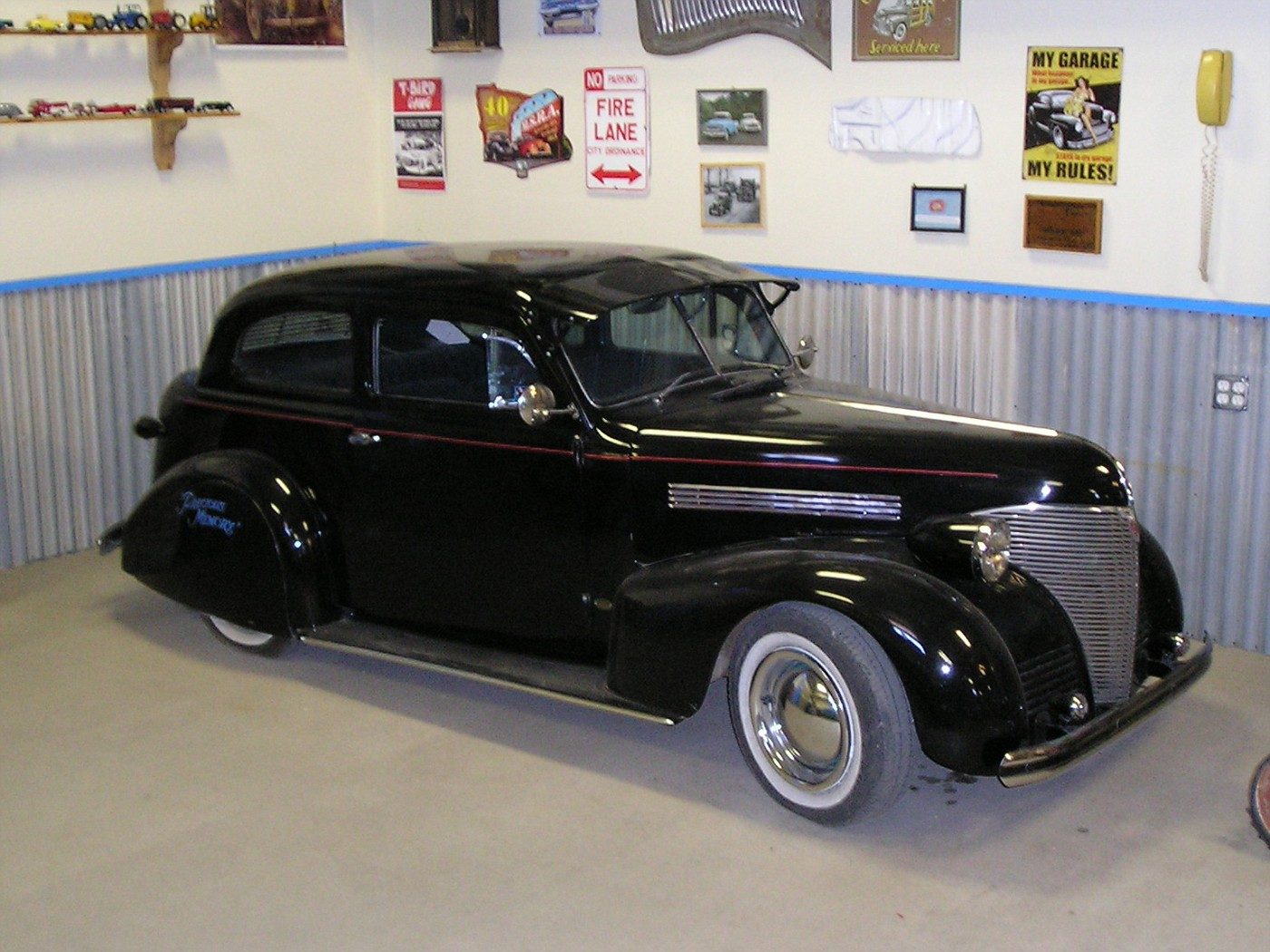 Photo 1939 chevrolet 2 door sedan ernie adams dwarf for 1939 chevy 2 door sedan