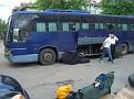 Räder werden in den Bus verstaut