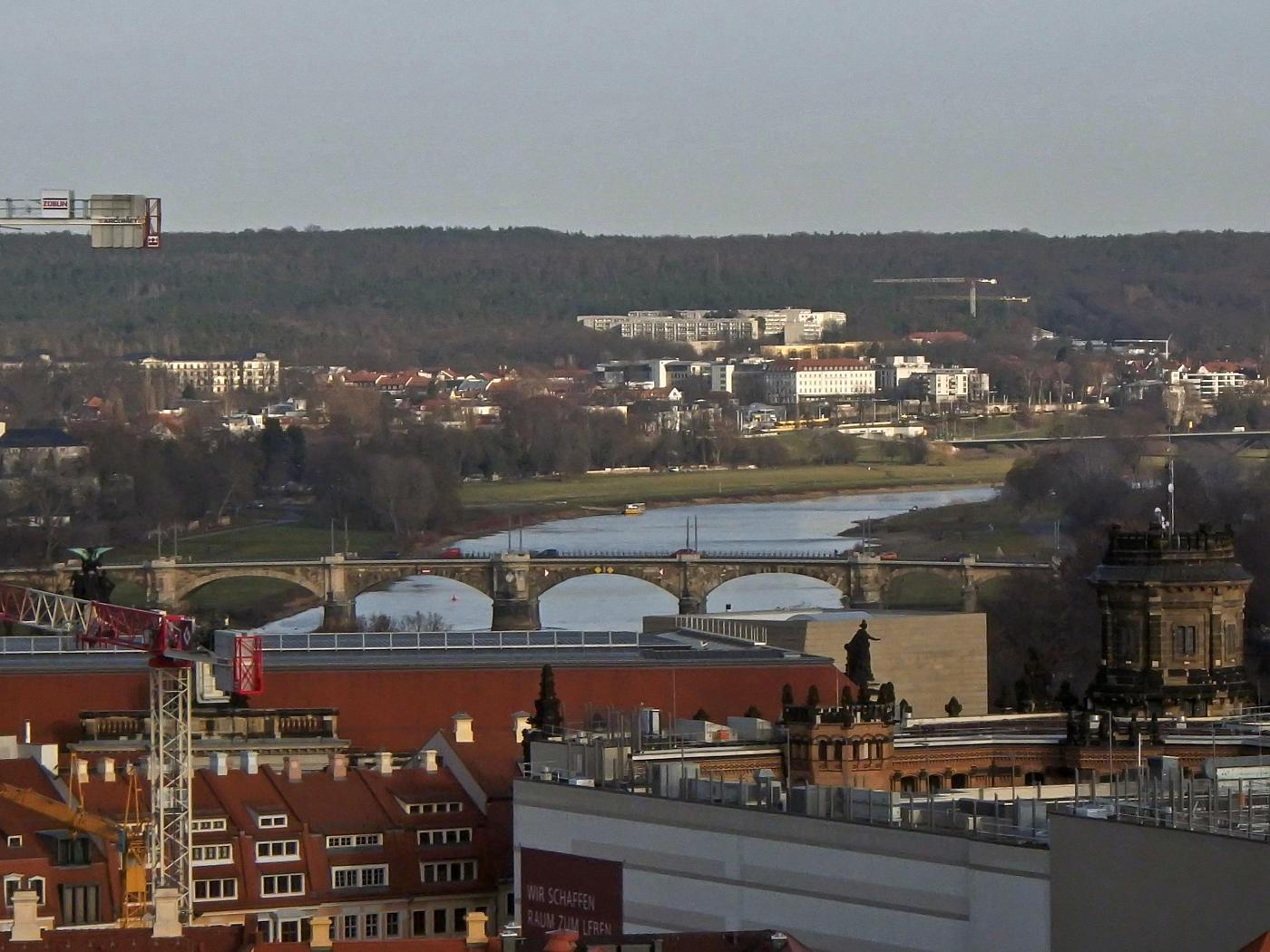 Blick von der Kreuzkirche auf die Elbe mit der Marienbrücke