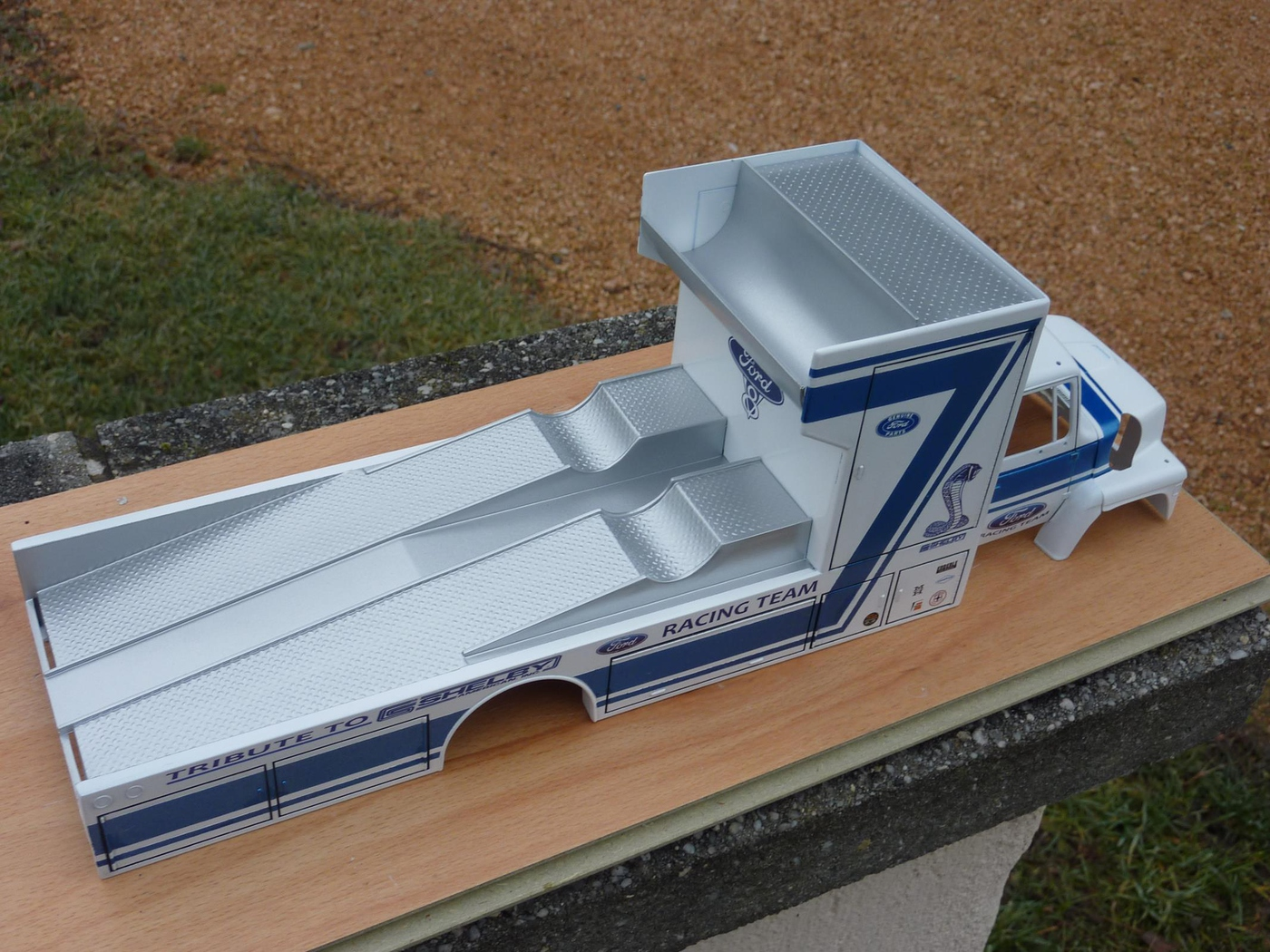 """Ford Louisville racing car hauler """" tribute to Caroll Shelby """" Terminé  - Page 2 Photo4-vi"""