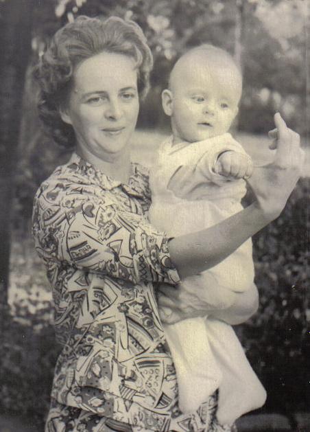Материнская рука.