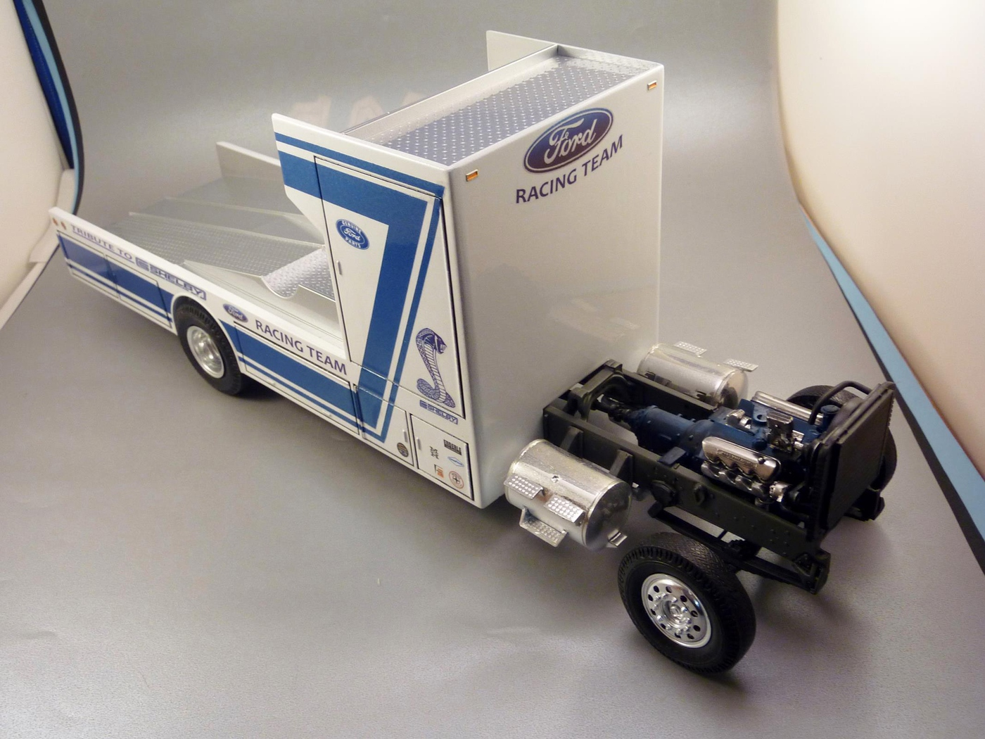 """Ford Louisville racing car hauler """" tribute to Caroll Shelby """" Terminé  - Page 3 Photo13-vi"""